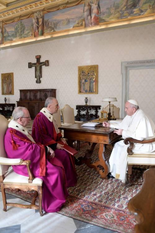 """Migranti, il Papa all'antiterrorismo: """"Hanno diritto ad accoglienza e protezione"""""""
