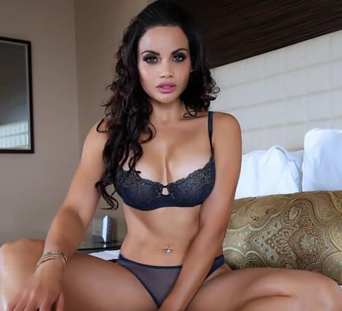 Samantha Sepulveda, la sexy poliziotta di New York 4