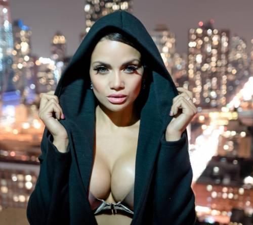 Samantha Sepulveda, la sexy poliziotta di New York 7