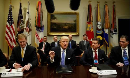 Trump firma il decreto per far uscire gli Usa da Tpp