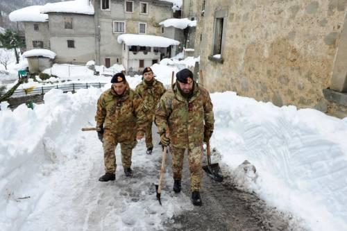 Gli alpini nei paesi isolati dalla neve 3