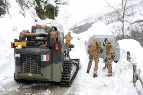 Gli alpini nei paesi isolati dalla neve 16