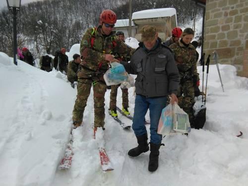 Gli alpini nei paesi isolati dalla neve 24