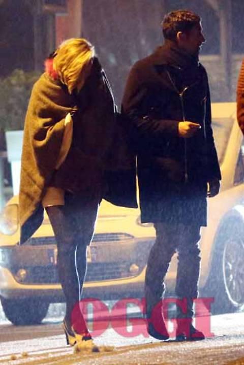 Federica Pellegrini e Filippo Magnini: paparazzati mentre si baciano in auto 2