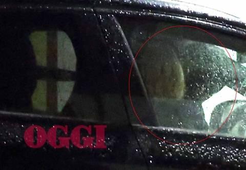 Federica Pellegrini e Filippo Magnini: paparazzati mentre si baciano in auto 3