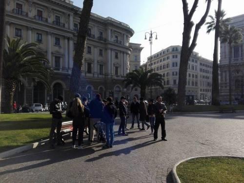 La protesta dell'estrema destra al fianco dei senza casa italiani 2