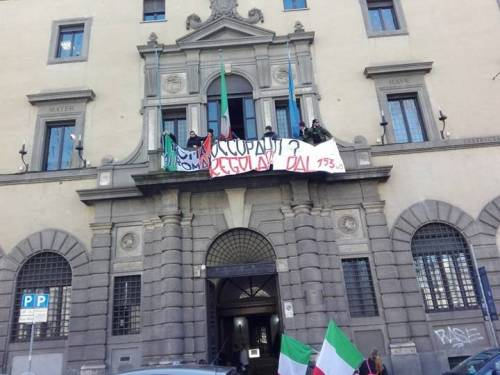 La protesta dell'estrema destra al fianco dei senza casa italiani 4