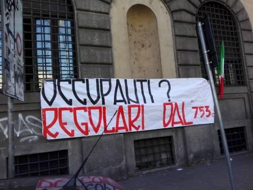 La protesta dell'estrema destra al fianco dei senza casa italiani 7