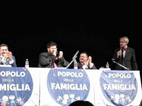 Grasso e Renzi in chiesa, un don richiamato per aver invitato il Popolo della Famiglia
