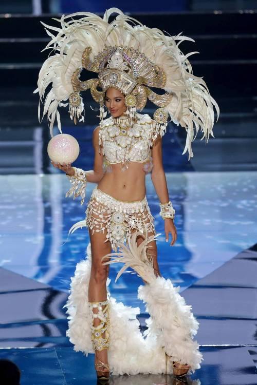 Miss Universo, lo spettacolo dei costumi più belli 3