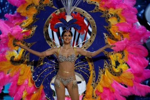 Miss Universo, lo spettacolo dei costumi più belli 11
