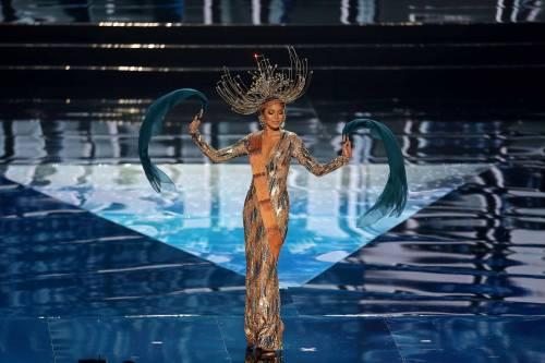 Miss Universo, lo spettacolo dei costumi più belli 6