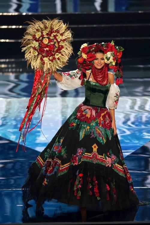 Miss Universo, lo spettacolo dei costumi più belli 10