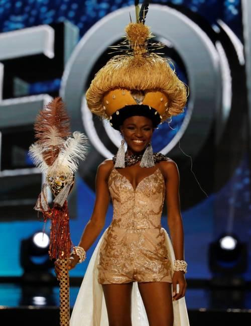 Miss Universo, lo spettacolo dei costumi più belli 14