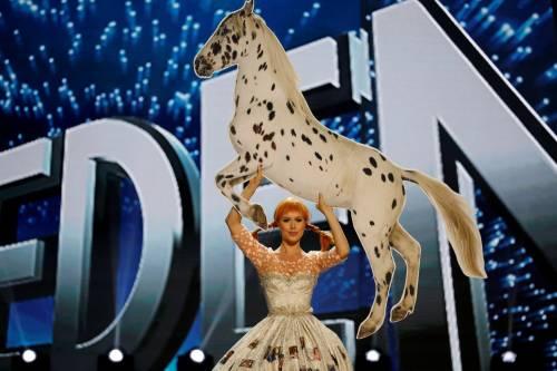 Miss Universo, lo spettacolo dei costumi più belli 13