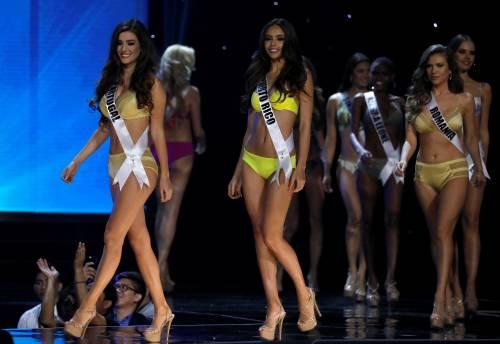 Miss Universo, lo spettacolo dei costumi più belli 17