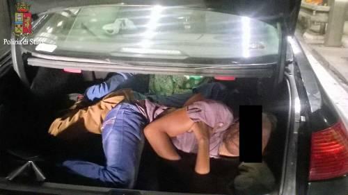 I migranti stipati nei camion 2
