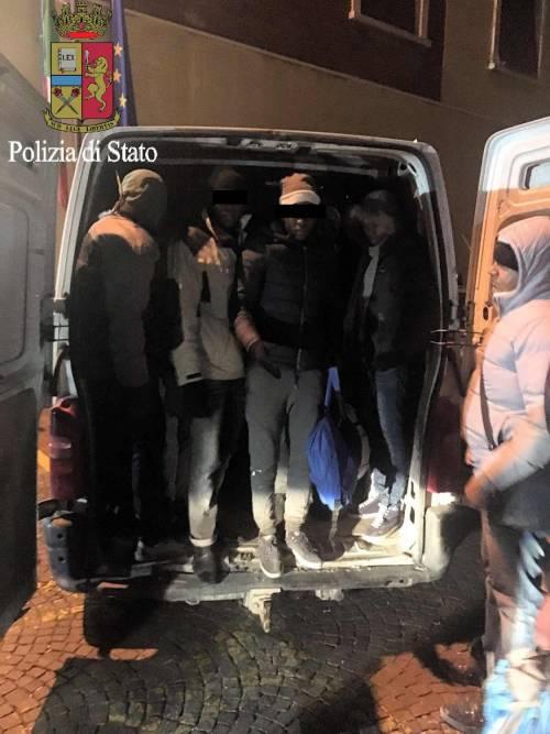 I migranti stipati nei camion 4