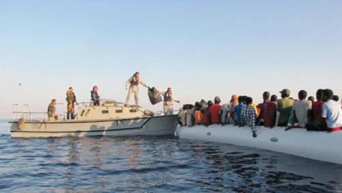 I nuovi alleati esteri di Salvini per respingere i migranti in mare