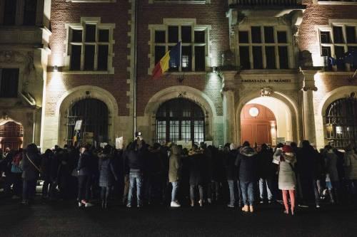Romeni in piazza contro la corruzione 3