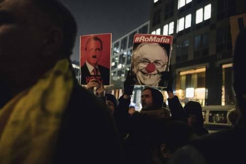 Romeni in piazza contro la corruzione 5