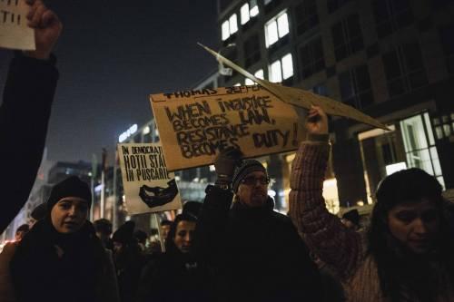 Romeni in piazza contro la corruzione 7