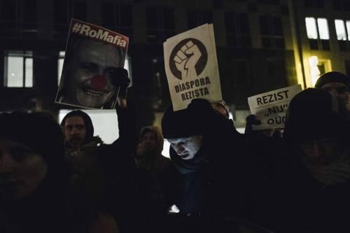 Romeni in piazza contro la corruzione 6