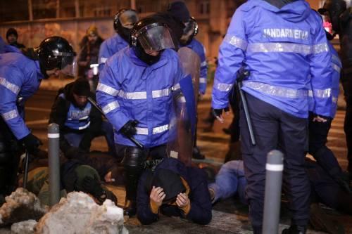 Romeni in piazza contro la corruzione 17