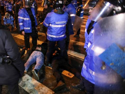 Romeni in piazza contro la corruzione 15