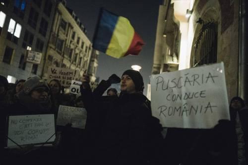 Romeni in piazza contro la corruzione 10