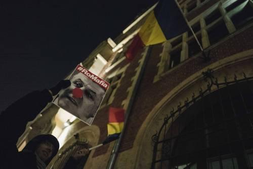 Romeni in piazza contro la corruzione 8