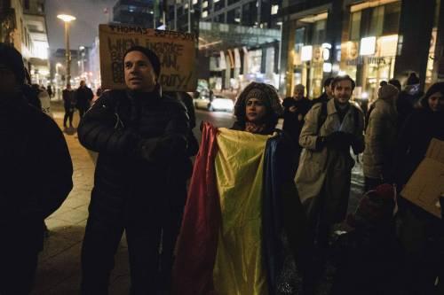 Romeni in piazza contro la corruzione 11