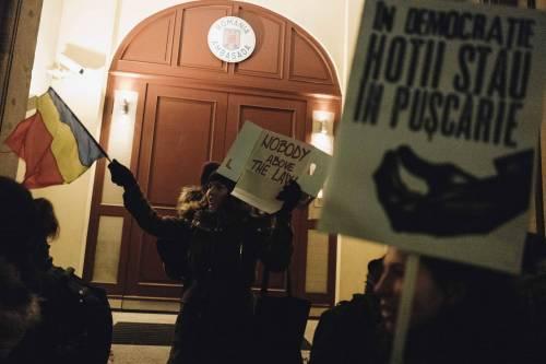 Romeni in piazza contro la corruzione 12