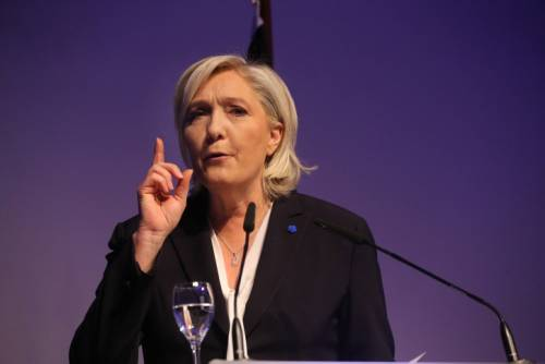 Francia, la carica anti sistema: Marine Le Pen guida la rivolta