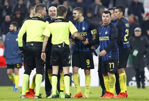 """Inter, Icardi rischia maxi-squalifica: """"Pallonata contro l'arbitro"""""""