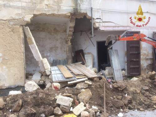 Campobello di Mazara, crolla un vecchio cinema 2
