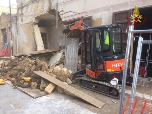 Campobello di Mazara, crolla un vecchio cinema 4