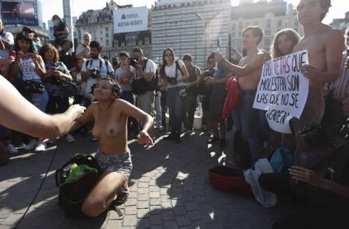 """In Argentina è il """"tetazo"""", per diffondere il topless 3"""