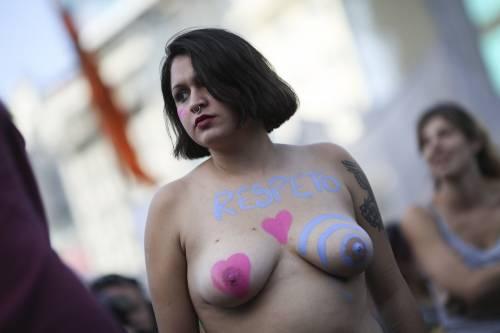 """In Argentina è il """"tetazo"""", per diffondere il topless 2"""