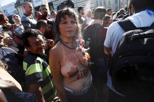 """In Argentina è il """"tetazo"""", per diffondere il topless 14"""