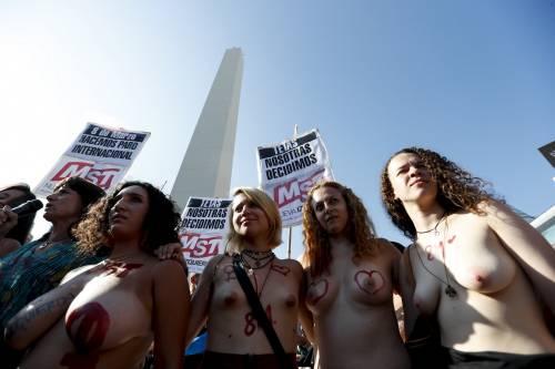 """In Argentina è il """"tetazo"""", per diffondere il topless 1"""