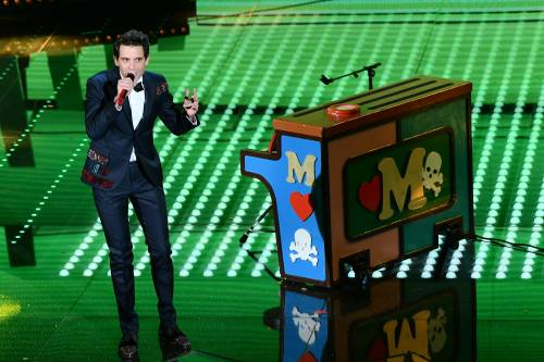"""Mika, giovani e i duetti """"cover"""": la terza serata del Festival"""