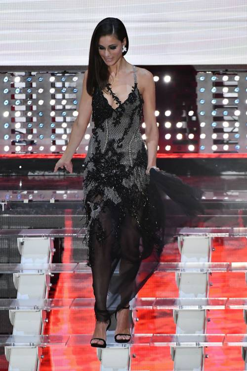 Marika Pellegrini sul palco di Sanremo 1