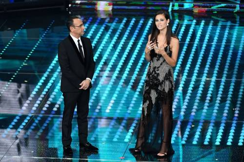 Marika Pellegrini sul palco di Sanremo 8