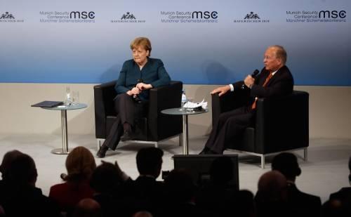 """La Merkel: """"L'islam non è fonte di terrorismo. La Ue deve accettare i rifugiati"""""""