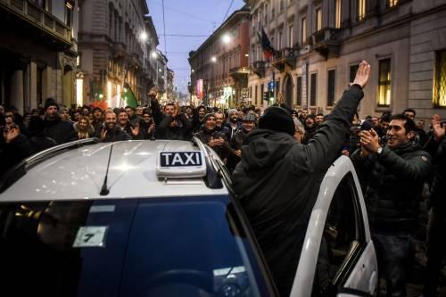 La protesta dei tassisti a Milano  12