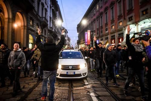 La protesta dei tassisti a Milano  11