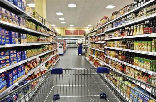 Puntine da disegno dentro la carne dei supermercati