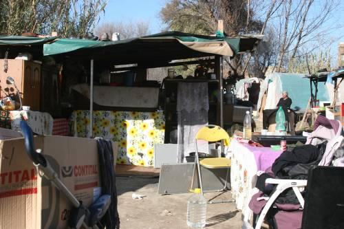 Le sponde del Tevere ospitano le baracche dei rom 5