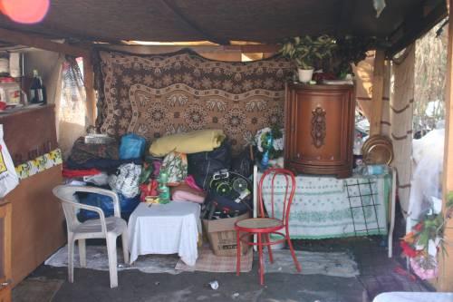 Le sponde del Tevere ospitano le baracche dei rom 8